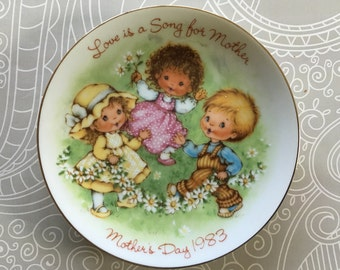 """Mother's Day 1983 plate """"Love is a song for mother"""" from Avon"""