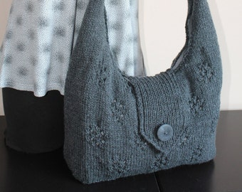 Casual shoulder bag with knitted outlook and textil inside.