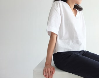 Note top - Minimalist cotton white V-neck crop top