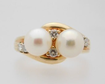 Ladies Pearl And Round Cut Diamond Ring 14K Yellow Gold