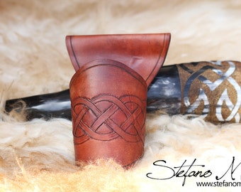 UNIQUE - Brunhilde - Norse drinking horn and horn-holder
