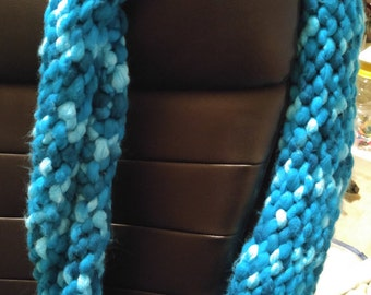 Chunky blue infninity scarf