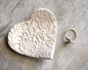 HEART RING DISH, ceramic heart ring holder, bridesmaid gift, rustic wedding favor, lace texture ring dish, clay ring dish, heart ring tray