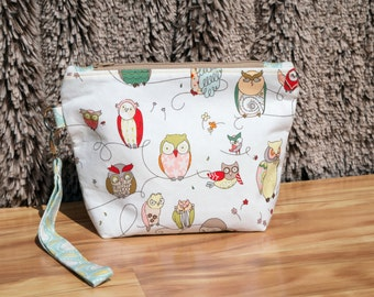 Spotted Owl Wristlet Clutch Purse