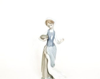 Lladro Girl with a Duck #1052 Figurine
