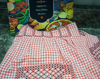 PRETTY RED GINGHAM Apron Black Stitching Mid-Century Kitchen Hostess Cook Vintage Retro