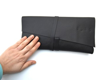 GIZA  Minimal leather clutch BLACK or WHITE