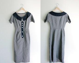 1950s Gray Peter Pan Collar Wiggle Dress // Extra Small