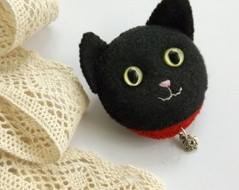 Black Cat Brooch, Handmade Felt Jewelry for Cat Lovers, Hand Sewn Kitty Cat Brooch for Pet Lovers, Halloween Costume Accessory