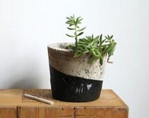 NEW! CONCRETE Hypertufa PLANTER—Black/Gray Round Pot with Slate Marker—Wedding Registry, Housewarming, Home & Garden—Concrete Beton / Maceta