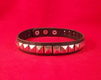 FREE SHIPPING! Handmade black leather collar with pyramid spikes