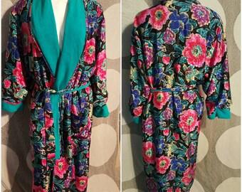 306--Vintage womens robe-Size Large-Floral print-Reversible-Feminine-Sensual-Cozy-Womens loungewear-Great savings online-Womens fashion