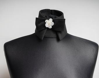 Designer changing the collar collar Haute Couture.