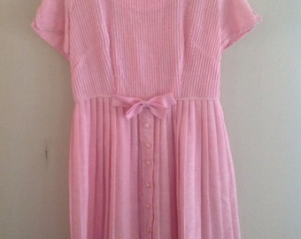 Vintage 50s , 60s pink dress size 12 pleated and with a bow oh my