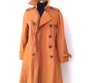 Vintage 90's 80's warm caramel trench coat. Fully lined British tan trench coat outerwear Size 6 P
