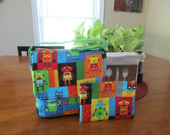 Toddler lunch box with snack pouch