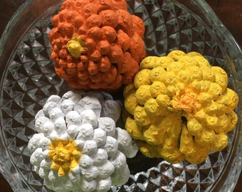 Zinnia painted pinecones