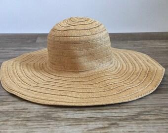 Vintage straw hat. Sun hat. Floppy hat. Basic straw hat. Wide brim hat. Wide brimmed hat. Straw hat. Vintage sunhat.