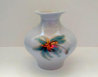 Vintage ceramic vase, Floral decor, Gold details. Hand-painted, ZHK