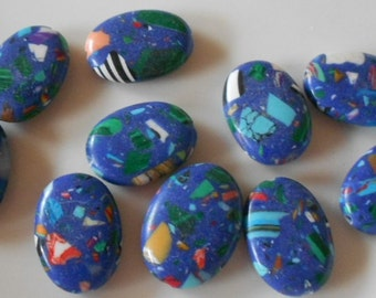 Pack of 10 synthetic howlite oval beads, dark blue multi