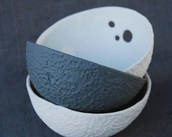 Textured porcelain bowls