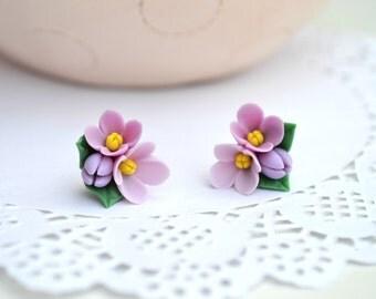 Lilac stud earrings. Spring lilac studs. Flower stud earrings. Purple stud earrings. Floral studs. Polymer clay flower stud earrings