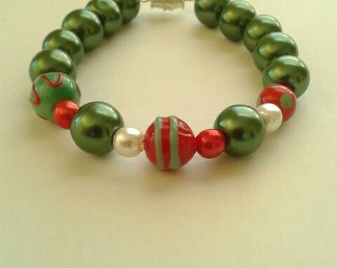 Green Beaded Bracelet, Glass Bead Bracelet, Statement Piece, Gift For Her, Gift For Girls, Red and White, Christmas Bracelet,Fun Jewelry,Hot