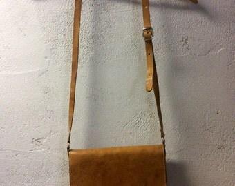 Vintage plain leather shoulder bag