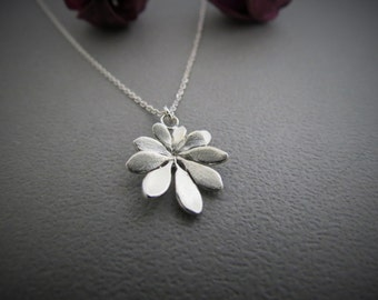 Street side grass- Schefflera(sterling silver necklace), Cpercent, Taiwan, plork, gift, grass necklace, plant necklace, nature, girlfriend