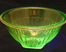 Federal Glass Uranium Glass Mixing Bowl