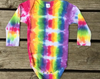 3-6M tie dye baby onesie (102)