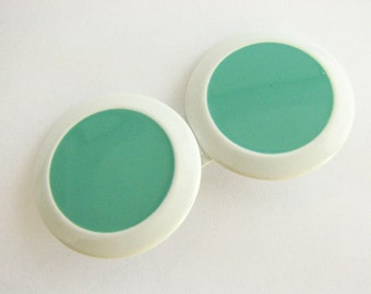 Round sweater clasp in green and white, small clip closure - double circle cloak clasp, new!