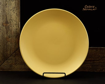 6 Pale yellow dinner plates