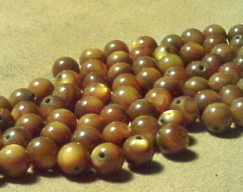 Brown shell beads; dyed mother of pearl, golden brown round beads, 5.5mm, 16pcs/2.00.
