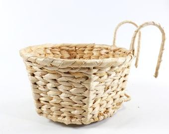 Light-colored hanging braided baskets/ floral arrangement/ vintage vase/straw basket/valentines day gift/wedding gift/