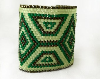 Green and bronze peyote cuff