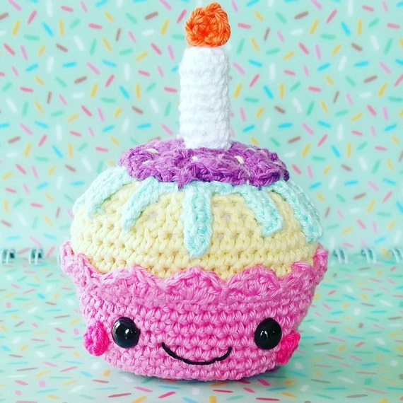 birthday cupcake premier anniversaire de b b amigurumi au. Black Bedroom Furniture Sets. Home Design Ideas
