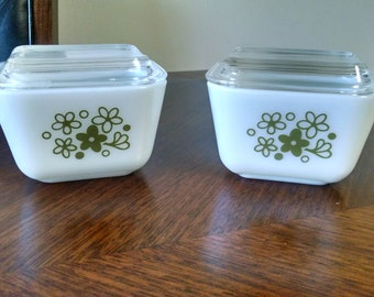 Pair of Pyrex 501 Refrigerator Dishes with Lids
