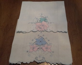 Vintage Pair of Cutwork Applique Embroidered Tea Towels, pink and blue flowers, 1950s, scalloped edging