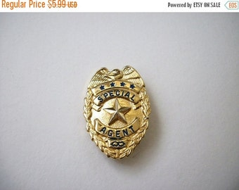 ON SALE Stunning Vintage Metal Gold Tone Special Agent Brooch 676