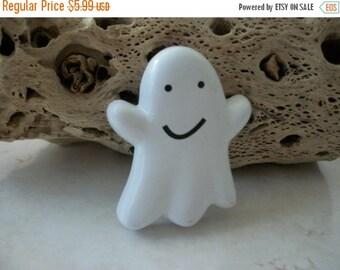 ON SALE Vintage HALLMARK Ghost Plastic Pin 9216