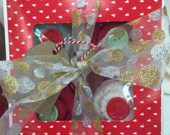 An 8 piece baby boy cupcake gift set