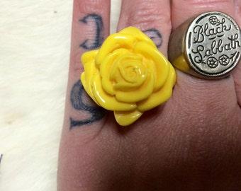 Vintage yellow flower ring.