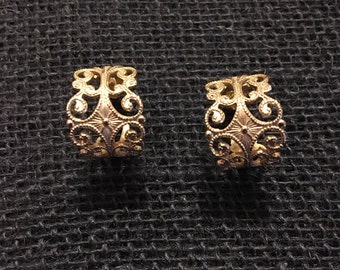 Vintage Sarah Coventry Gold Earrings.