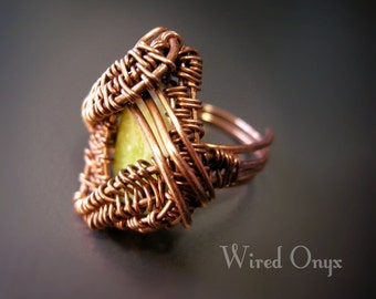 Dragon eye ring, made in copper and lemon jade. Wire weaving technique