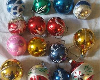 15 Christmas balls