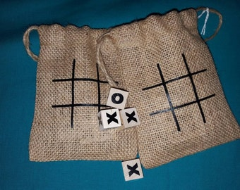 Tic tac toe burlap cinch travel bag