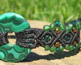 Macrame bracelet with malachite