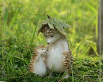 Resin Father Son Hedgehog w/Leaf Fairy Garden Miniature Animal Desk Decoration Figure Terrarium Accessories