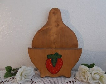 Vintage Strawberry Wood Paper Plate Holder Mid Century Folk Art Country Farm House Retro Cottage Kitchen Home Decor Red Green RV Camping